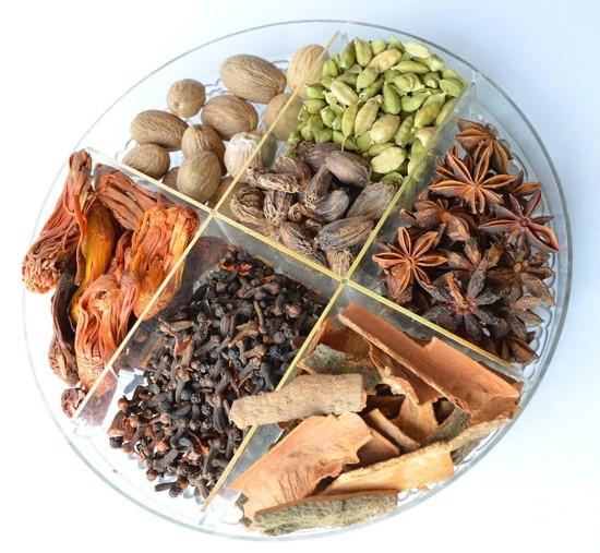Przyprawy korzenne - talerz smaków