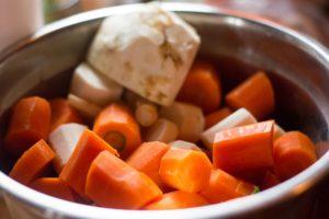 Sezownowe warzywa korzeniowe, czyli marchewka, seler, buraki irp.