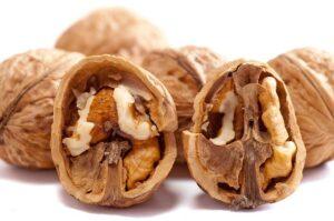 Orzechy włoskie należy do produktów spożywczych świetnie wspierających pamięć i pracę naszego mózgu