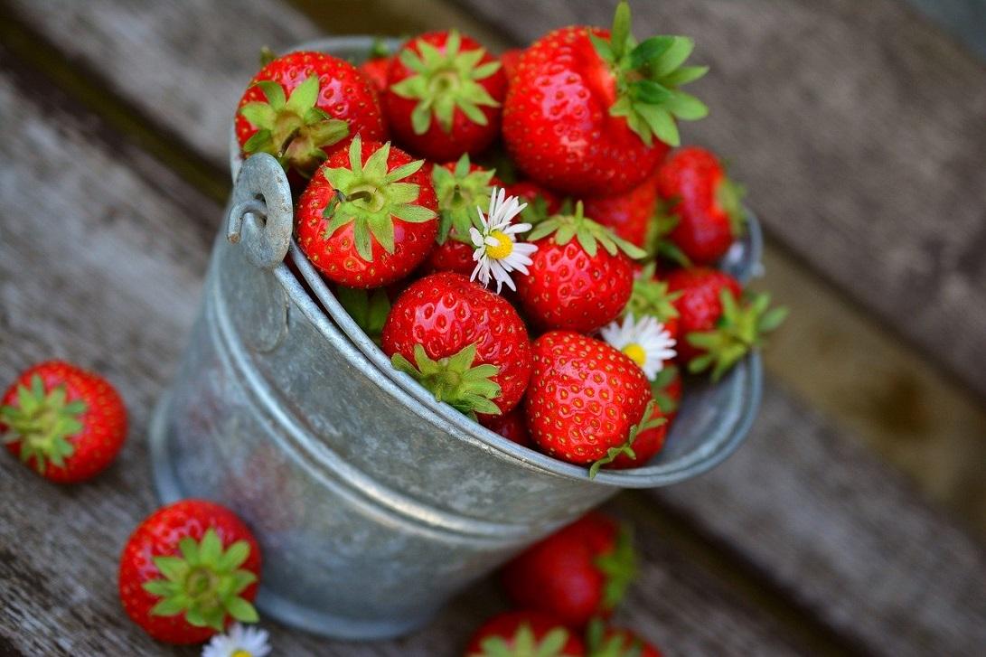 Truskawki - z czym warto je spożywać i dlaczego? Sezon na truskawki uważamy za rozpoczęty!