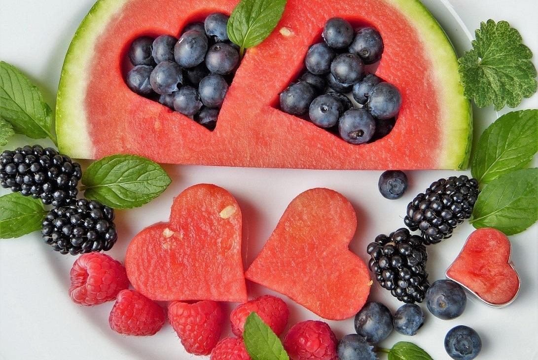 Jaki indeks i ładunek glikemiczny posiada arbuz i inne owoce?